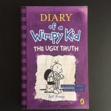 Load image into Gallery viewer, Jeff Kinney - Diary of a Wimpy Kid: The Ugly Truth