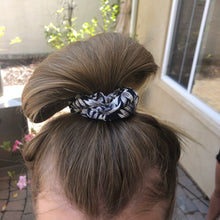 Load image into Gallery viewer, Hawaiian Fabric scrunchies
