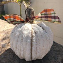 Load image into Gallery viewer, Hand knit pumpkins
