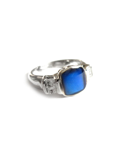 a child mood ring with a blue mood