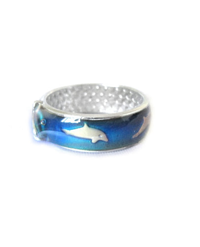 a band mood ring with a dolphin and a whale