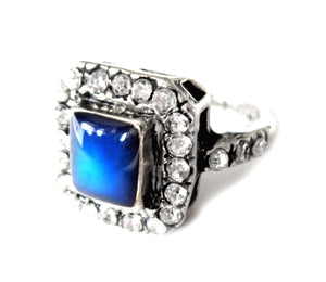 art deco looking mood ring turning blue