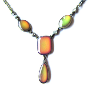 mood changing necklace turning orange and green