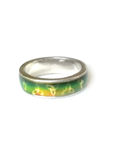 a celtic band mood ring showing a green mood color meaning