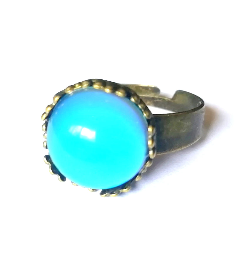 a bronzed mood ring with circular mood shape showing a blue color meaning by best mood rings