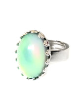 Load image into Gallery viewer, a crown setting oval mood ring turning a green color mood meaning by best mood rings