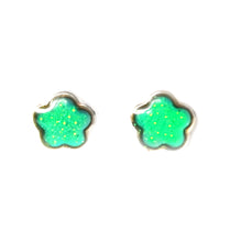 Load image into Gallery viewer, mood earrings in a green color with a flower shape
