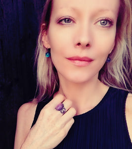 model wearing a bronze oval mood ring turning a purple pink mood meaning by best mood rings