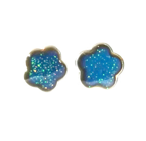 mood earrings with a flower shape and glitter