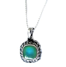 Load image into Gallery viewer, mood pendant turning a green mood