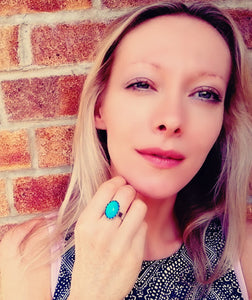 model wearing an oval mood ring with a blue color mood meaning by best mood rings