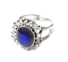 Load image into Gallery viewer, beautiful mood ring with an antique style