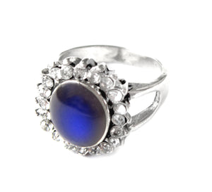 beautiful mood ring with an antique style