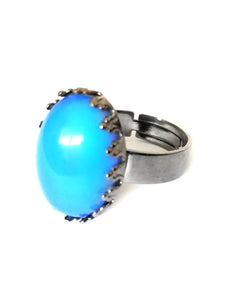 a mood ring with gunmetal adjustable band showing a blue color meaning