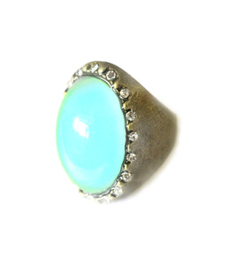 large oval mood ring showing a turquoise mood color