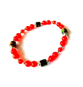 elasticated mood bracelet with red beads by best mood rings
