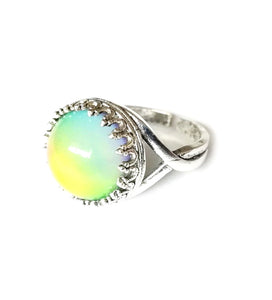 crown setting circular mood ring changing color from yellow to green by best mood rings
