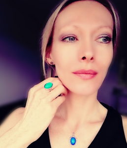beautiful model wearing a sterling silver mood ring and a sterling silver mood pendant necklace by best mood rings