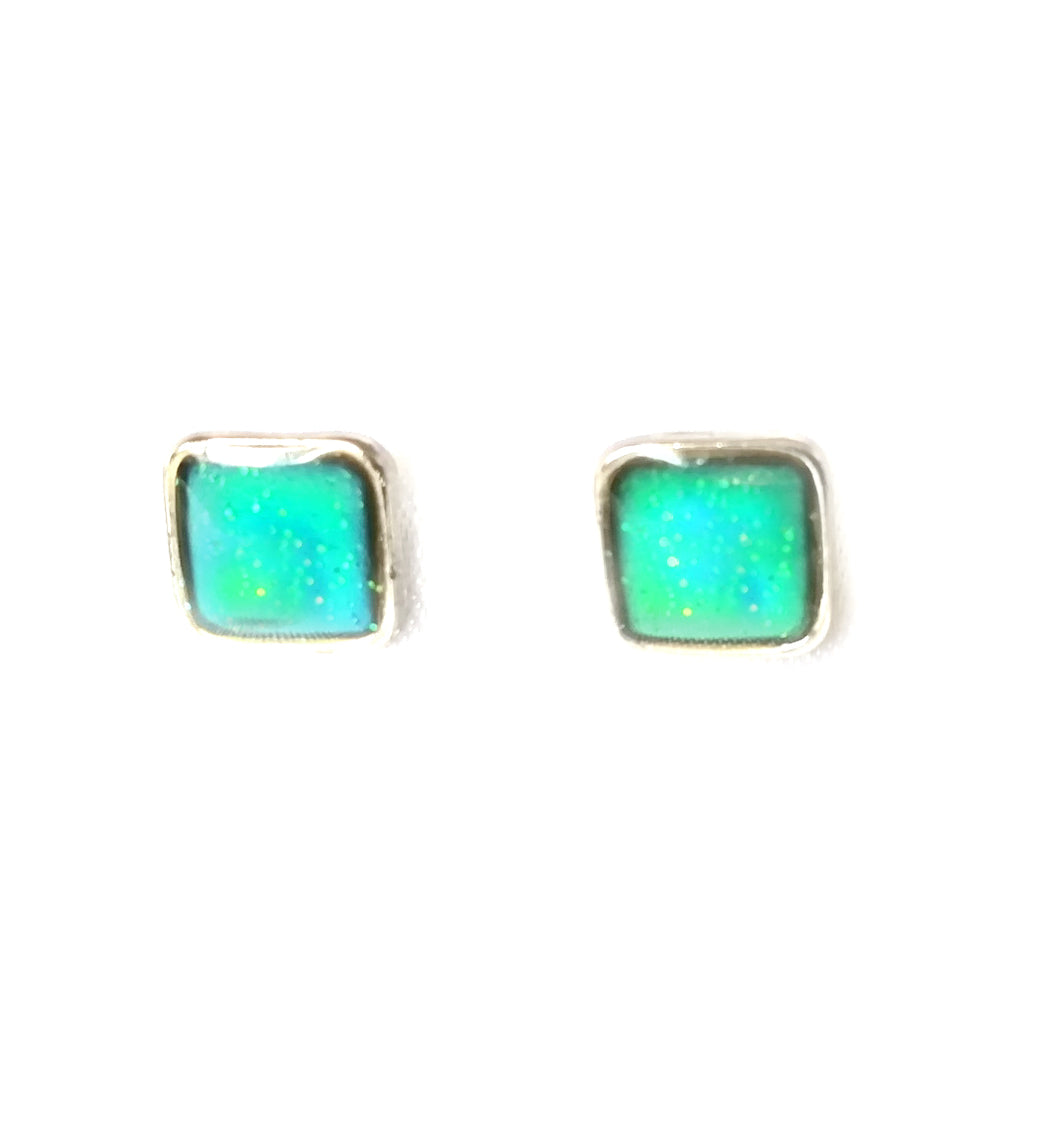 square mood earrings in a green color with glitter