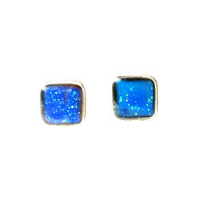 mood earrings with a square design and showing a blue mood color