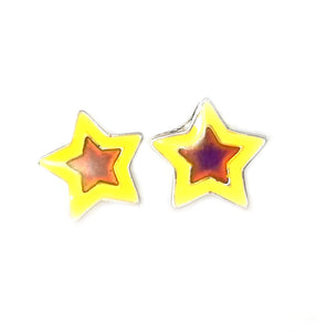 mood earrings with a star shape that glow in the dark