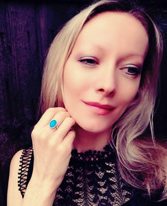 a model wearing a sterling silver mood ring by best mood rings