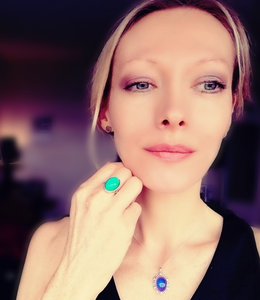 beautiful mood ring and mood necklace worn by a model at best mood rings