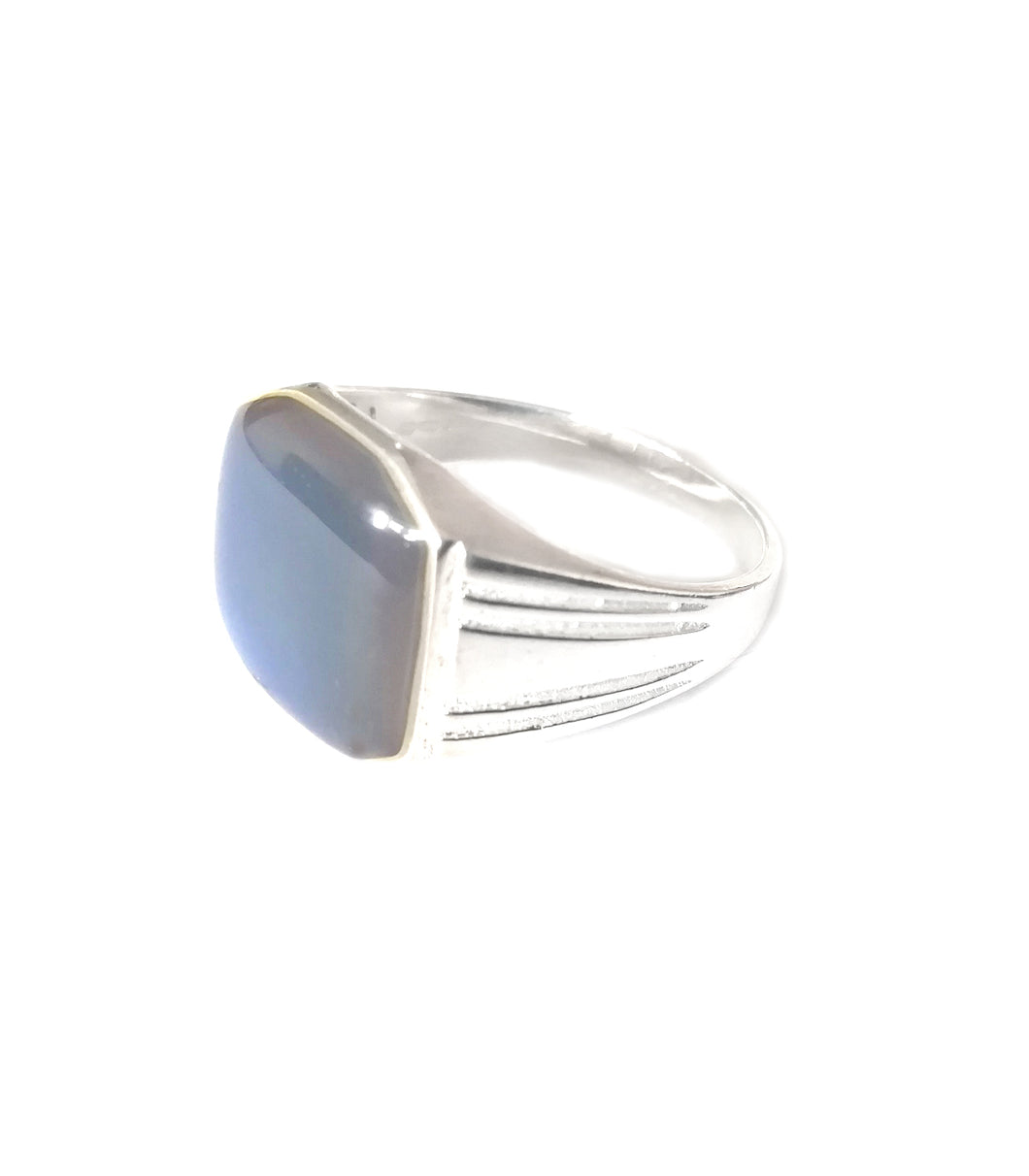 a men's mood ring in sterling silver showing a blue mood color