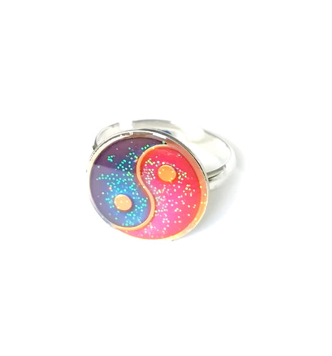 yin yang mood ring in a silver shade by best mood rings