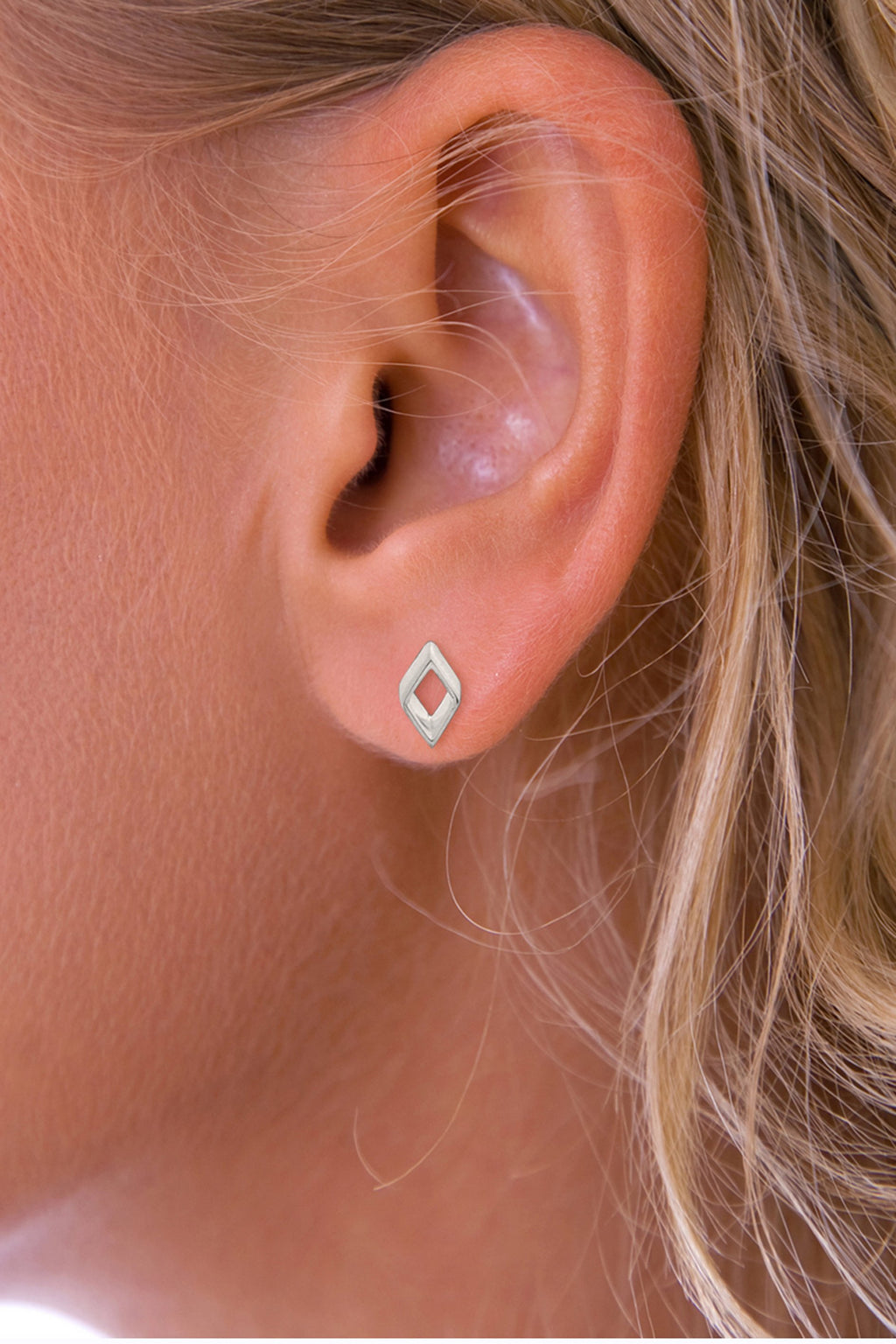 Petite open stud earrings