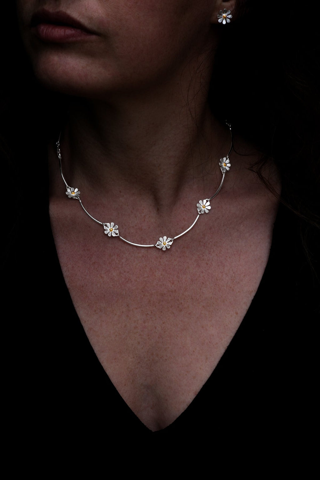 Brushed Daisy Chain Silver Necklet