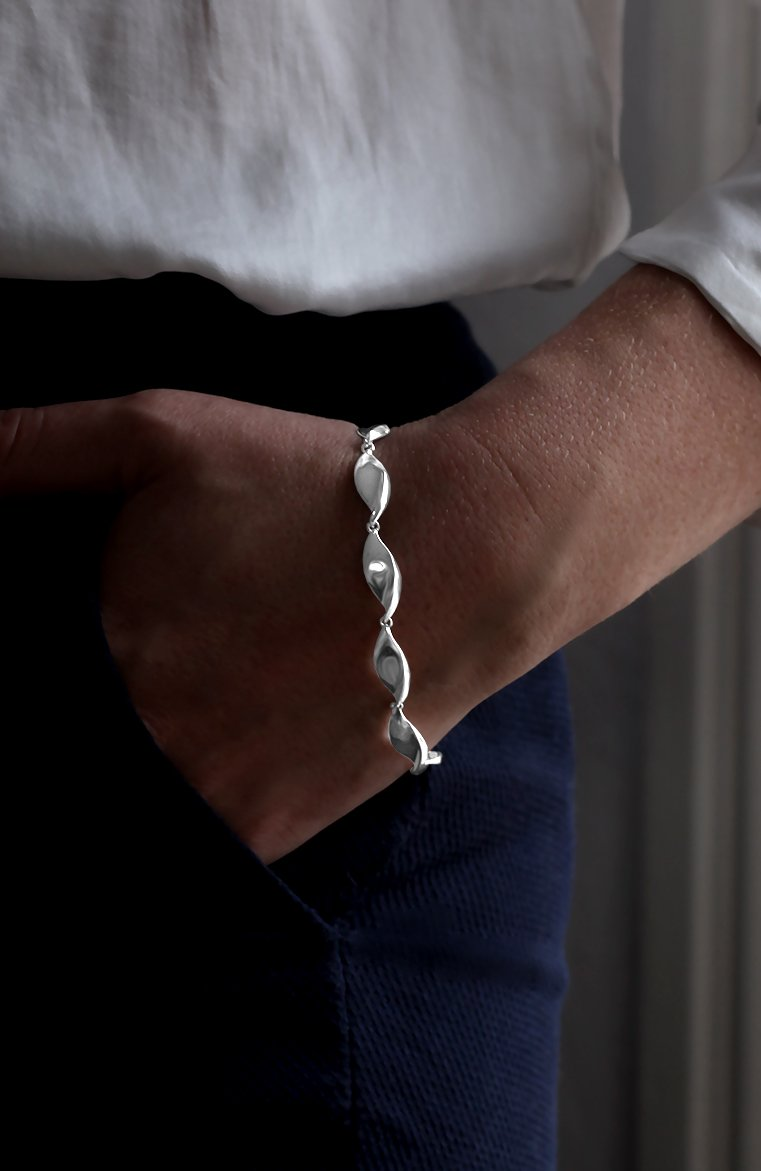 Polished Twist Link Silver Bracelet