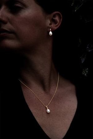 Diamond & Pearl Gold Pendant & Chain