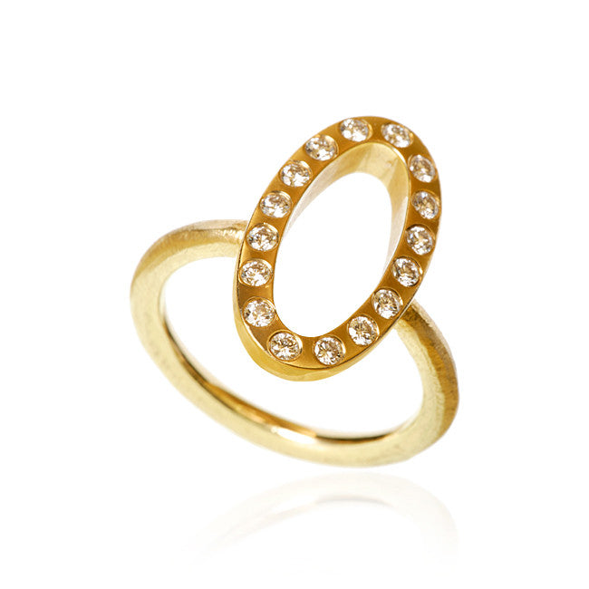 Capella ring med 16 brillanter fra Dulong Fine Jewelry. Guld 18K