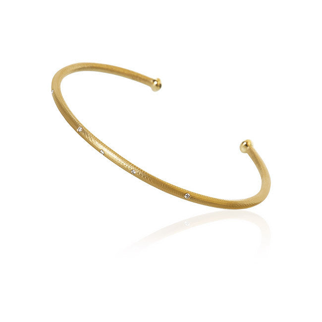 Esme armring med 5 brillanter. I alt 0,04 ct. F/G, vs, Ex. cut.