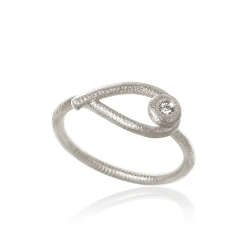 Kharisma ring with 1 brilliant cut diamond, 0,02 ct. F/G, vs, Ex. cut.