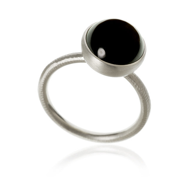Pacific ring. Stor top med spinel.