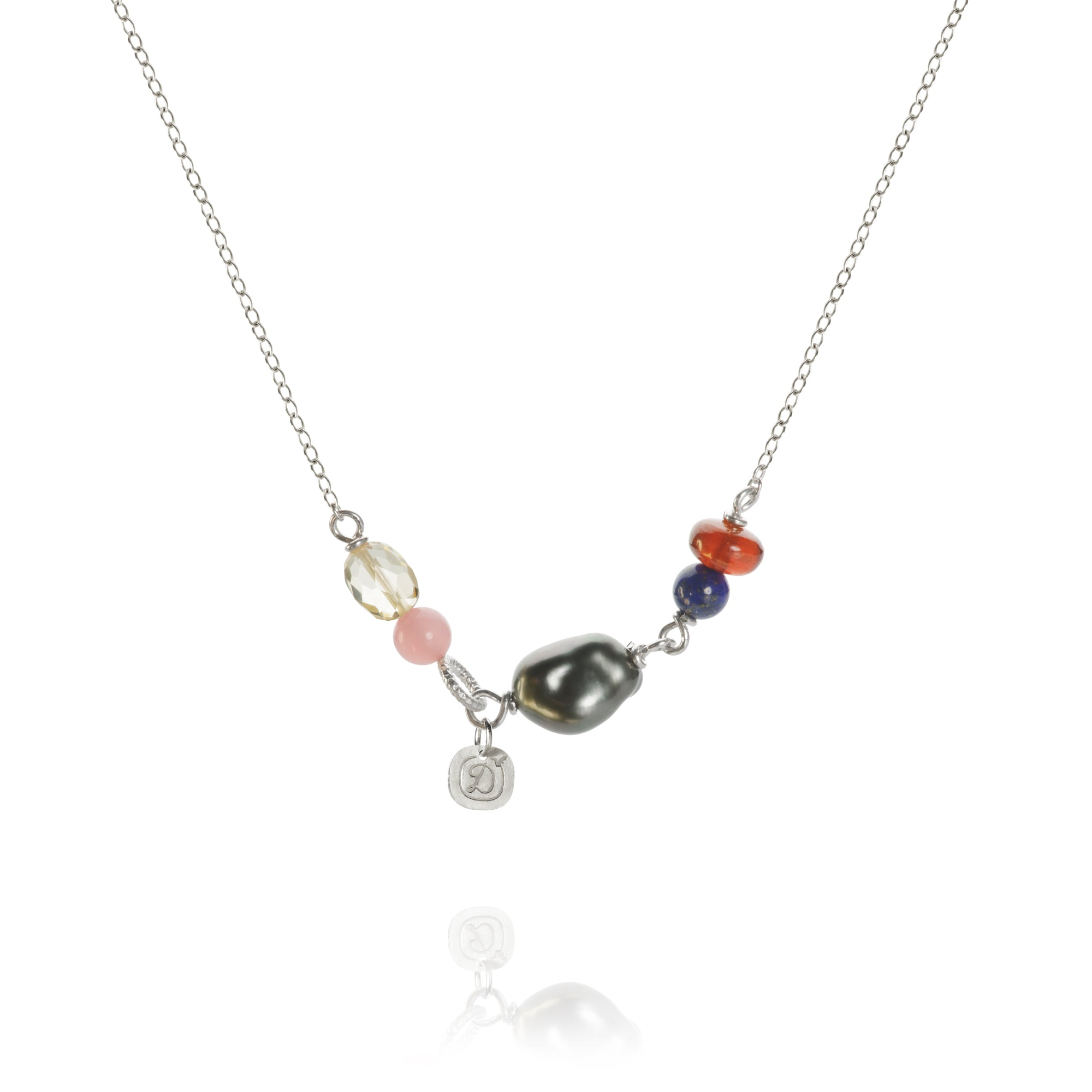 Piccolo Twillight necklace with Tahitian pearls, guava quartz, lapis lazuli, citrine and hessonite garnet. 45 cm.