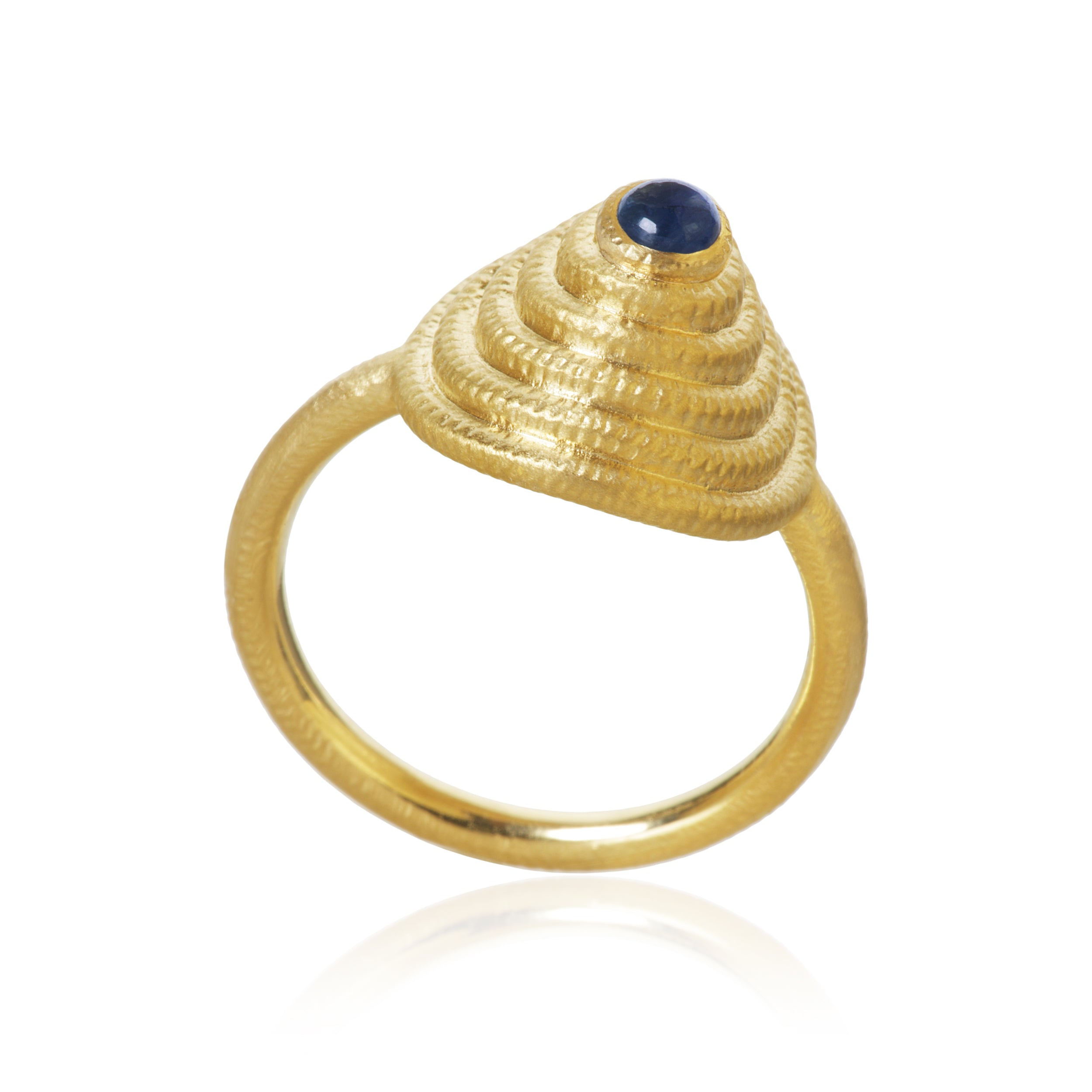 Thera Twist ring with blue sapphire.