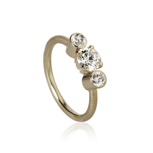 Trinity ring med 3 brillanter, Hvidguld, Dulong Fine Jewelry