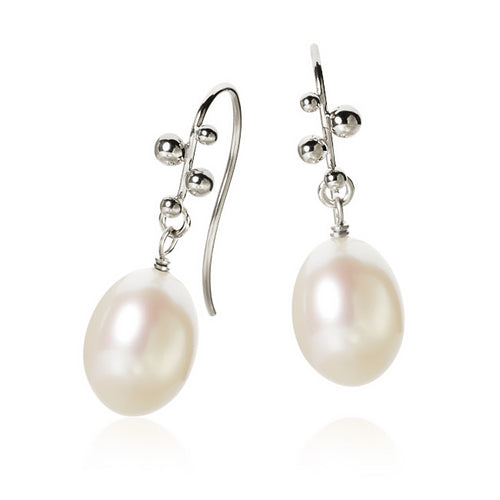 Delphis Pearl earrings with freshwater pearls.