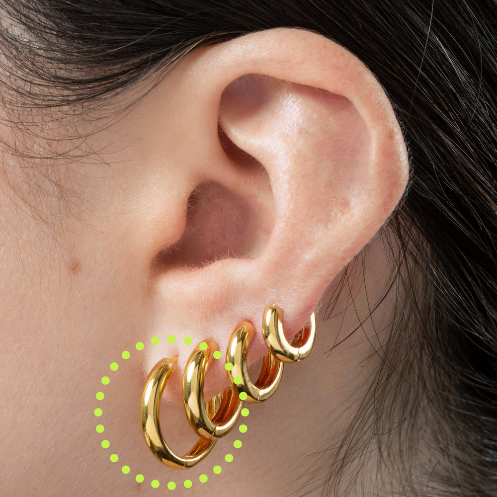 Small bulky/ chunky shaped gold hoop. color:gold