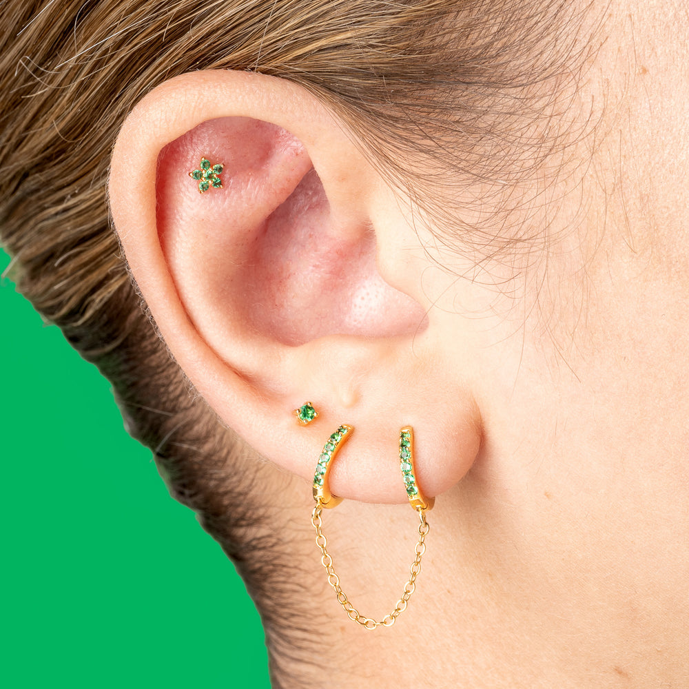 2mm gold and green gem CZ stud. color:gold/green