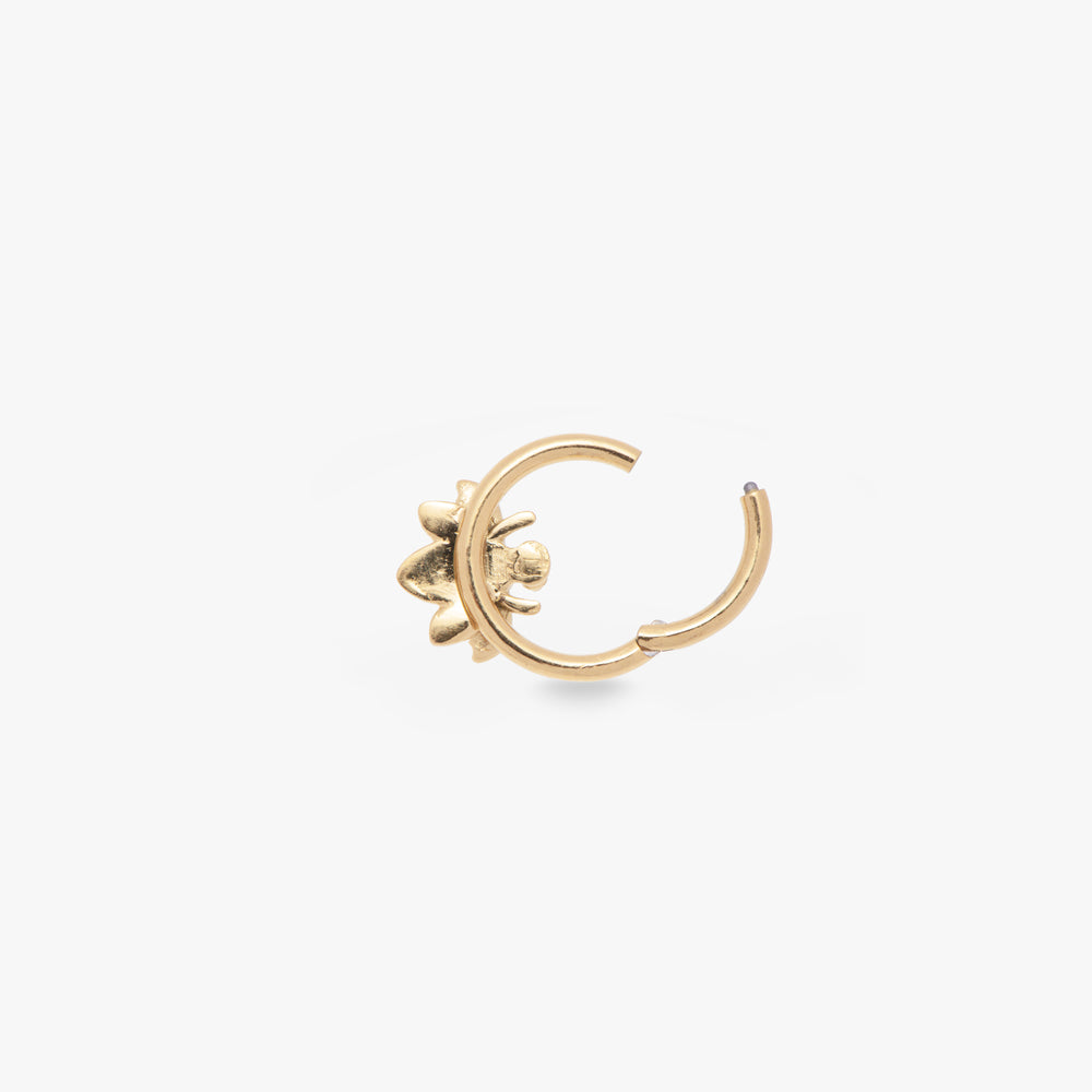 The seam ring is a small gold hoop with a bee accent that measures at 8mm.