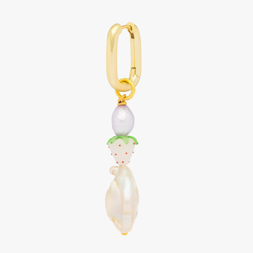 Fun stacked pearls and a white strawberry on a gold oval hoop.