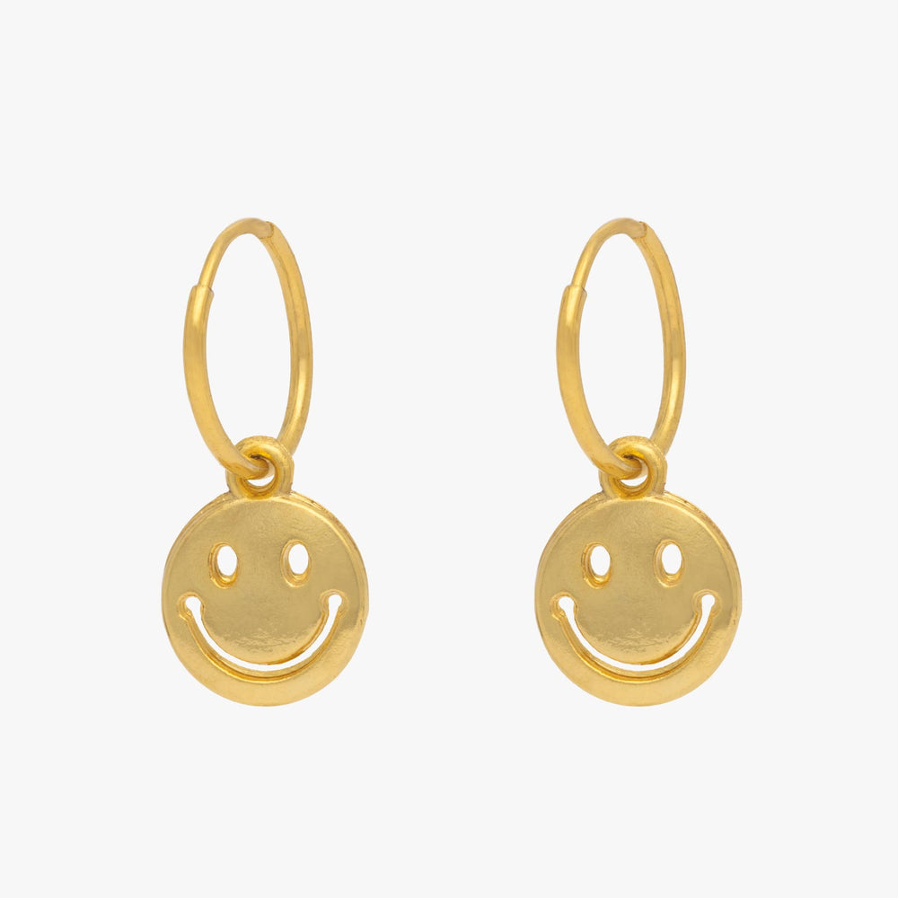 Smiley face charm in gold. [pair] color:gold