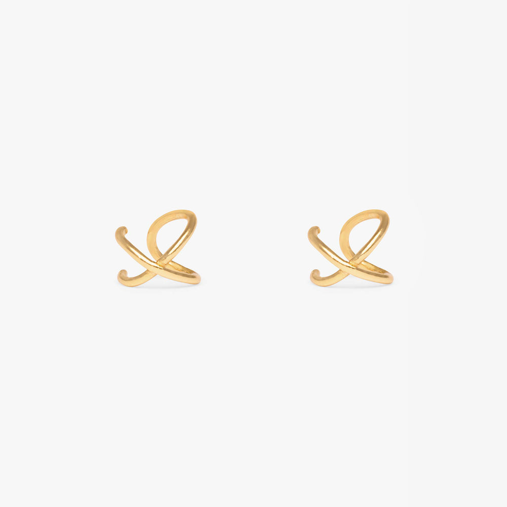 Cuff that crosses to form an X shape in gold. No piercing required. [pair] color:gold