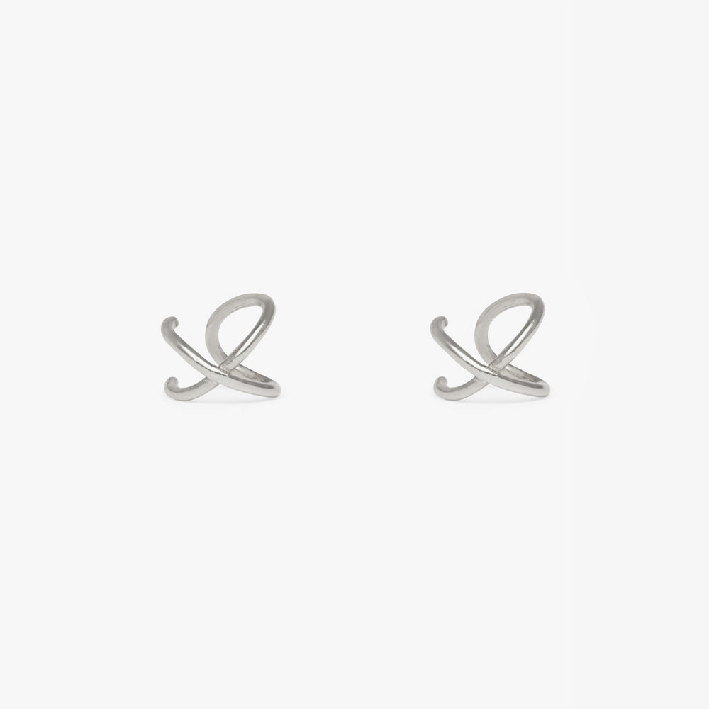 Cuff that crosses to form an X shape in silver. No piercing required. [pair] color:silver