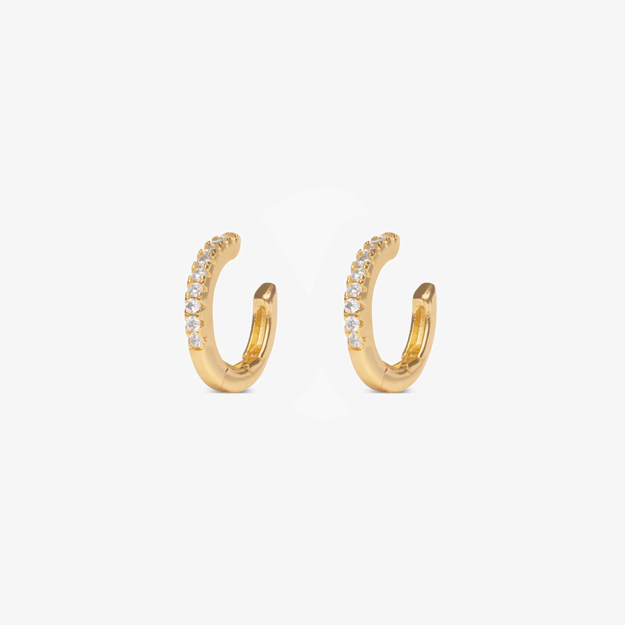 Pavé cuff that can be used as a conch faux-piercing with CZ gems lining the front. color:gold / clear
