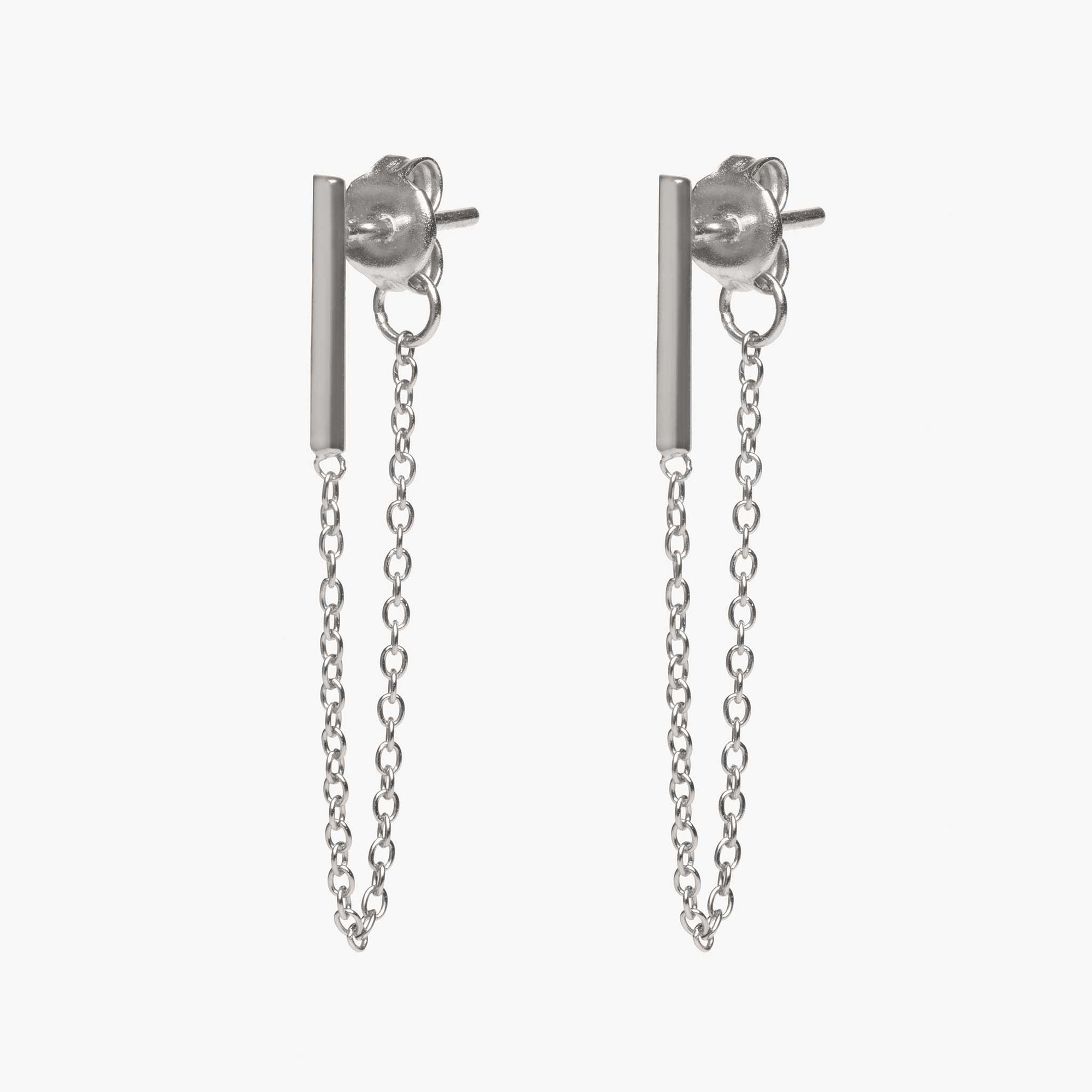 Silver bar earring with chain linked from front to back. [pair] color:silver